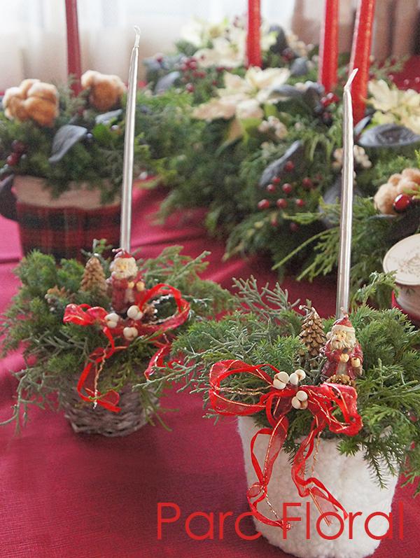 サンタクロース付きクリスマスの小さなキャンドルアレンジ