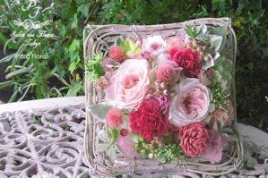 ピンクの濃淡のフラワーアレンジメント 母の日プリザーブドフラワー